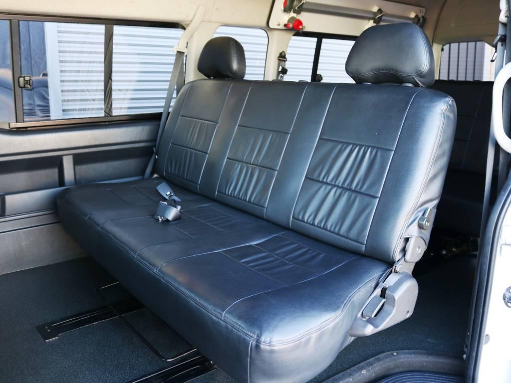 2列目の状態!3人掛けベンチシートタイプ♪ | トヨタ ハイエースコミューター 3.0 GL ディーゼルターボ FLEXデモカー