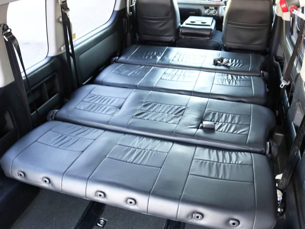 後部座席2脚をフラット展開すれば、ベッドの様にもお使い頂けます! | トヨタ ハイエースコミューター 3.0 GL ディーゼルターボ FLEXデモカー