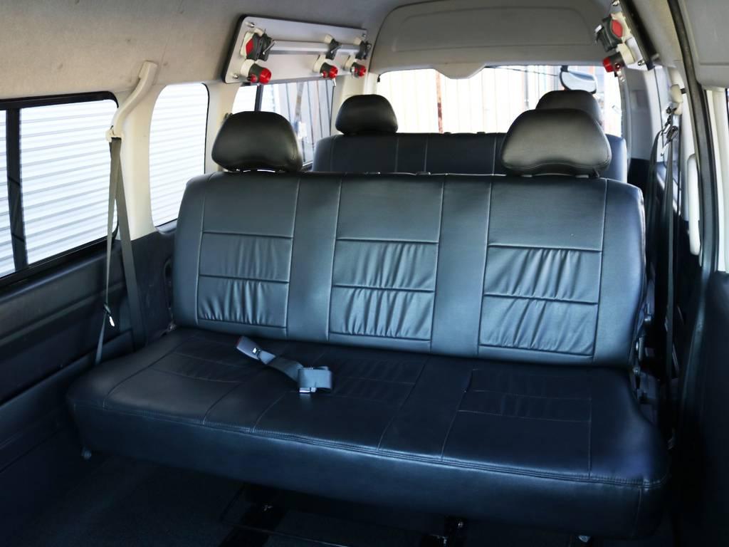 スライドレール付き、3人掛けベンチタイプシート×2脚付き♪ | トヨタ ハイエースコミューター 3.0 GL ディーゼルターボ FLEXデモカー