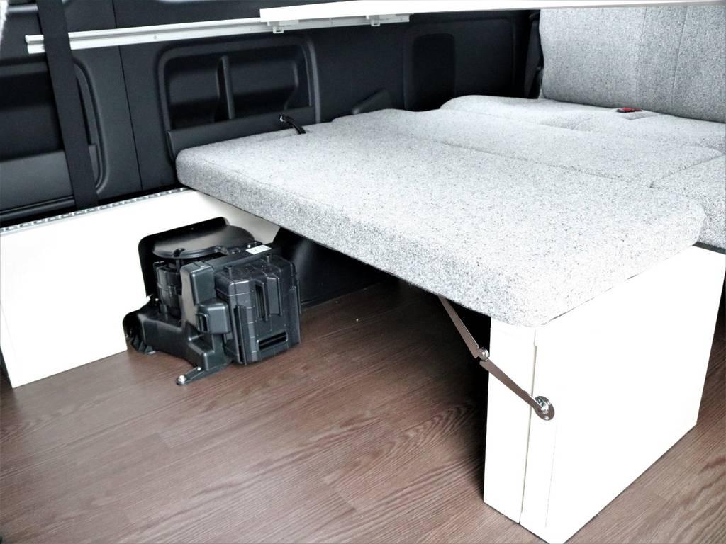 シートをスライドさせて使いやすいレイアウトでお過ごしください! | トヨタ ハイエース 2.7 GL ロング ミドルルーフ 4WD ROOMCAR02