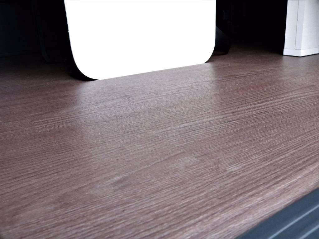 重歩行用床張りでお掃除もらくらくです! | トヨタ ハイエース 2.7 GL ロング ミドルルーフ 4WD ROOMCAR02