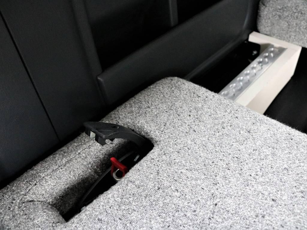 シートをスライドさせてるのもとても簡単です! | トヨタ ハイエース 2.7 GL ロング ミドルルーフ 4WD ROOMCAR02
