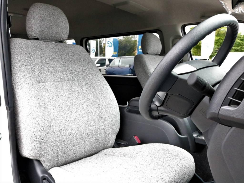シート表皮も張り替えられて触り心地の良い素材になっております!   トヨタ ハイエース 2.7 GL ロング ミドルルーフ 4WD ROOMCAR02