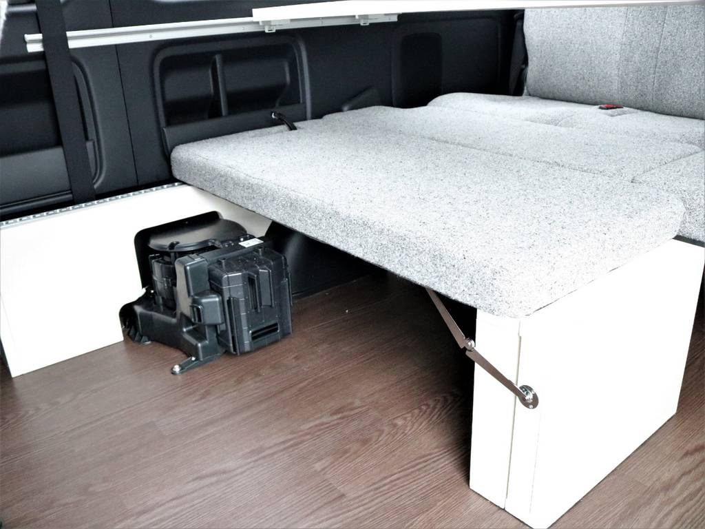 シートをスライドさせて使いやすいレイアウトでお過ごしください!   トヨタ ハイエース 2.7 GL ロング ミドルルーフ 4WD ROOMCAR02