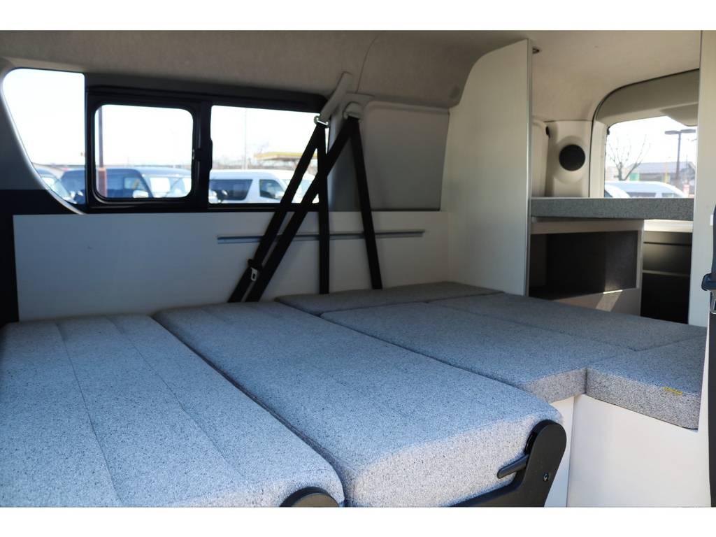 フルフラットにすればベットルームへと早変わり♪ | トヨタ ハイエース 2.7 GL ロング ミドルルーフ 4WD ROOM CAR01