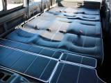10人乗りフル乗車・フルフラット展開・広々ラゲージスペースなど、レイアウト自由自在の内装アレンジ!