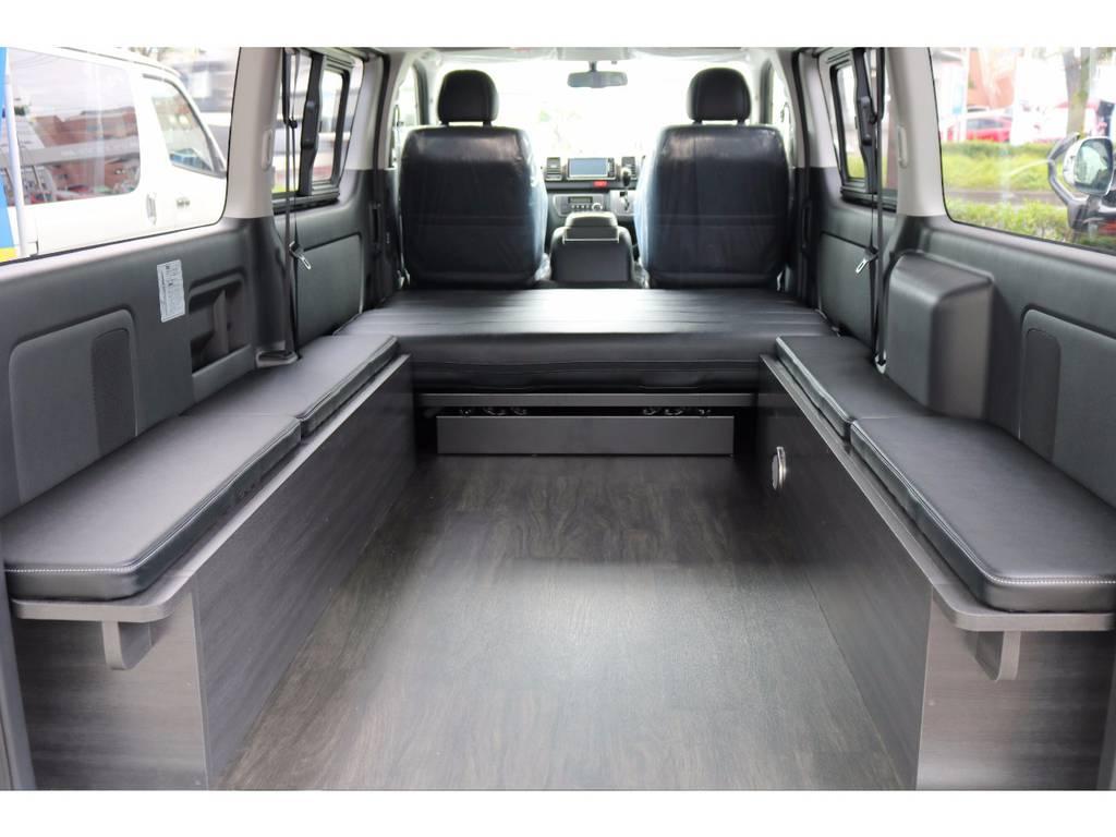 ベットマットも取れば広い荷室をしっかりと確保できます♪ | トヨタ ハイエースバン 3.0 スーパーGL ダークプライム ロングボディ ディーゼルターボ 4WD Ver8 小窓付