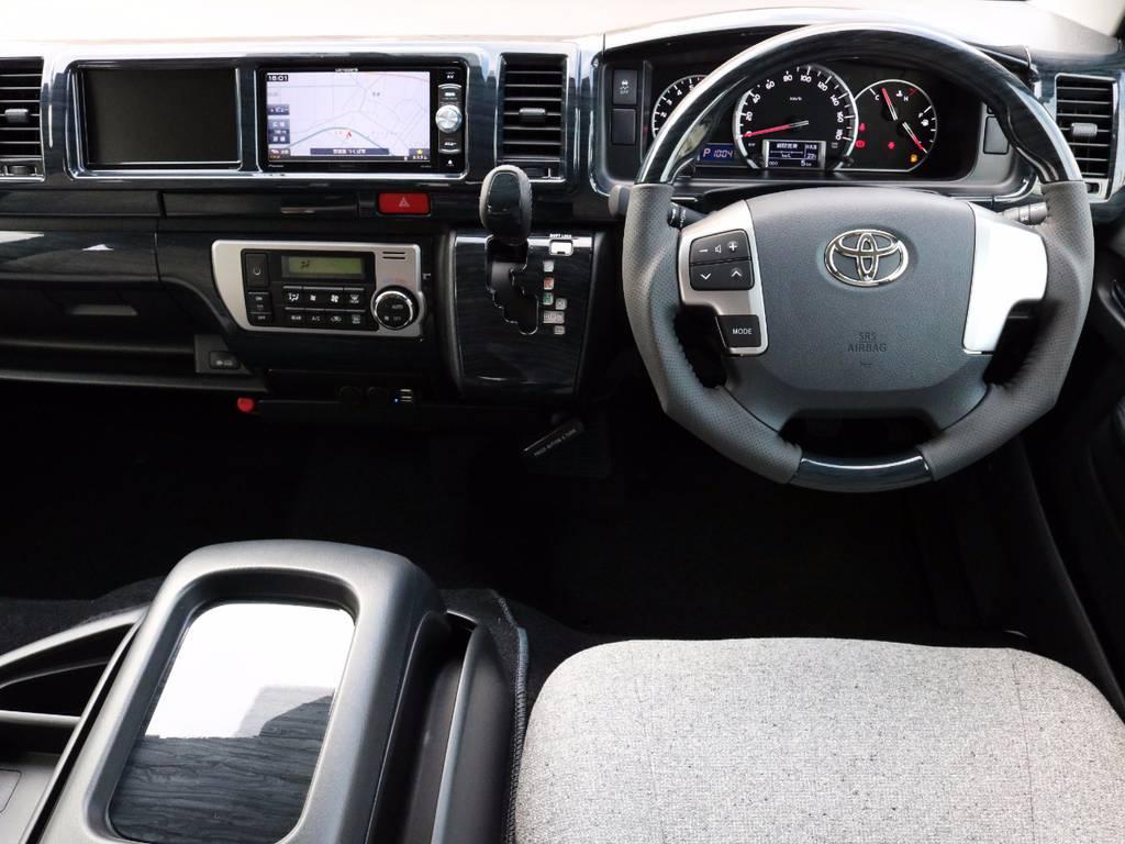 高級感溢れる室内!黒木目パネル、ステアリング、シフトノブ! | トヨタ ハイエース 2.7 GL ロング ミドルルーフ 4WD ROOM CAR 02