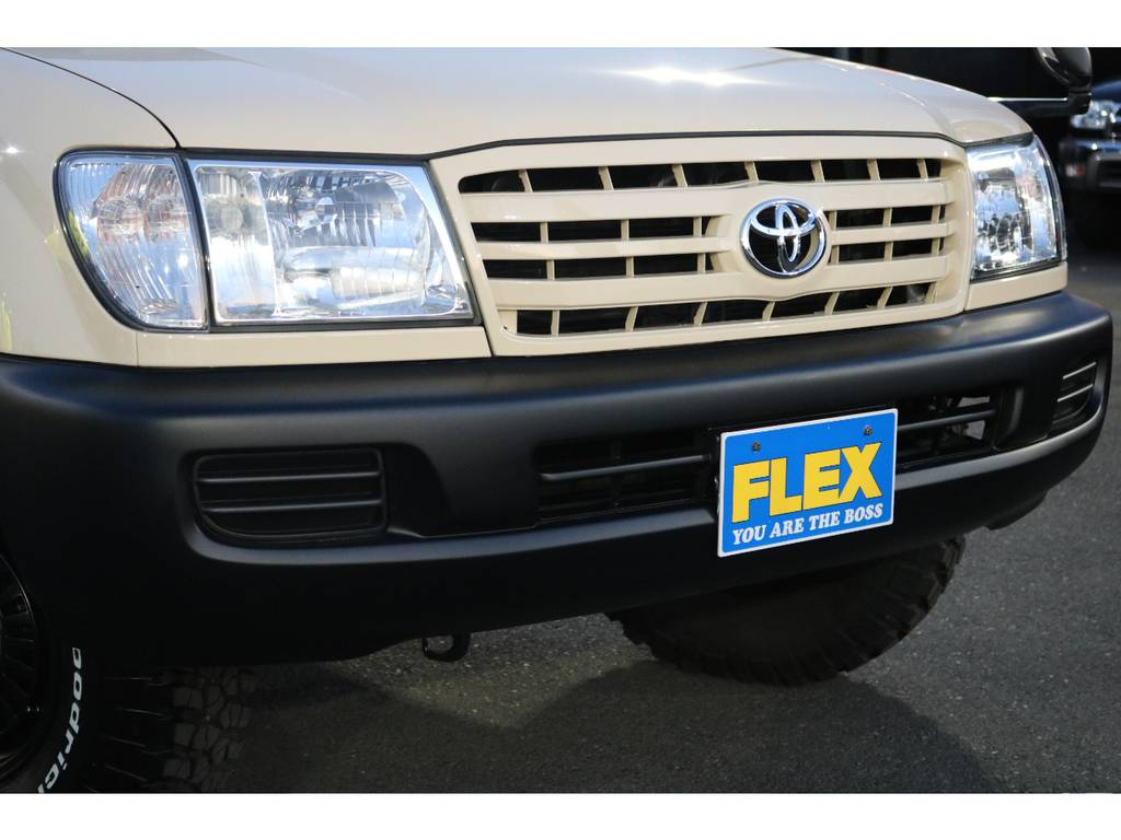 フロントフェイスの迫力は申し分ありません!ベージュ&マッドブラックの相性はかなり渋いです! | トヨタ ランドクルーザー100 4.7 VXリミテッド 4WD