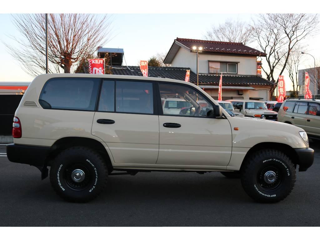 2インチUPの程好い車高なので、見た目の印象も抜群です! | トヨタ ランドクルーザー100 4.7 VXリミテッド 4WD