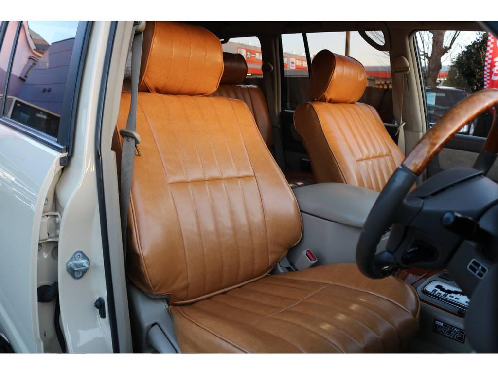 新作のアンティークのシートの様なデザインの、シートカバーを装着致しました! | トヨタ ランドクルーザー100 4.7 VXリミテッド 4WD
