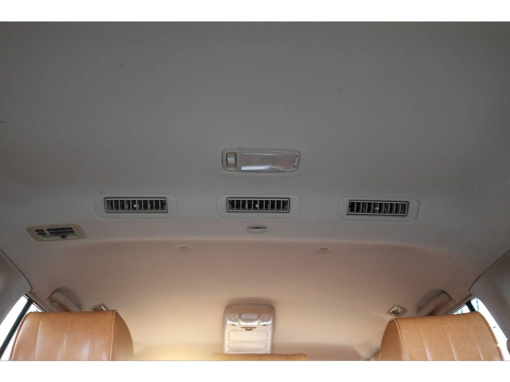 天井にも大きなシミなどは御座いません! | トヨタ ランドクルーザー100 4.7 VXリミテッド 4WD