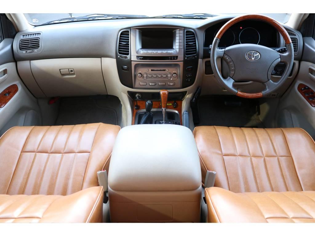 新品シートカバー装着!ウッドステアとシフト、ベージュ内装で高級感あるインパネ周りです! | トヨタ ランドクルーザー100 4.7 VXリミテッド 4WD