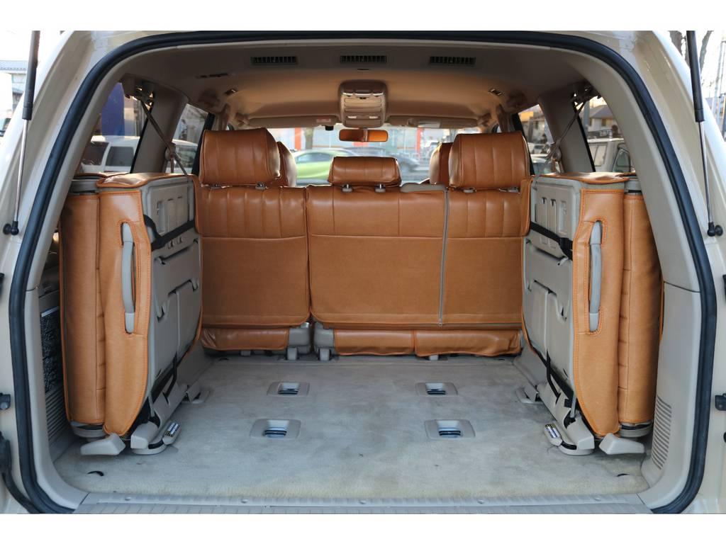 いざと言う時に役に立つサードシートあります!使わない際には、折りたため、荷室も確保できますので便利です! | トヨタ ランドクルーザー100 4.7 VXリミテッド 4WD