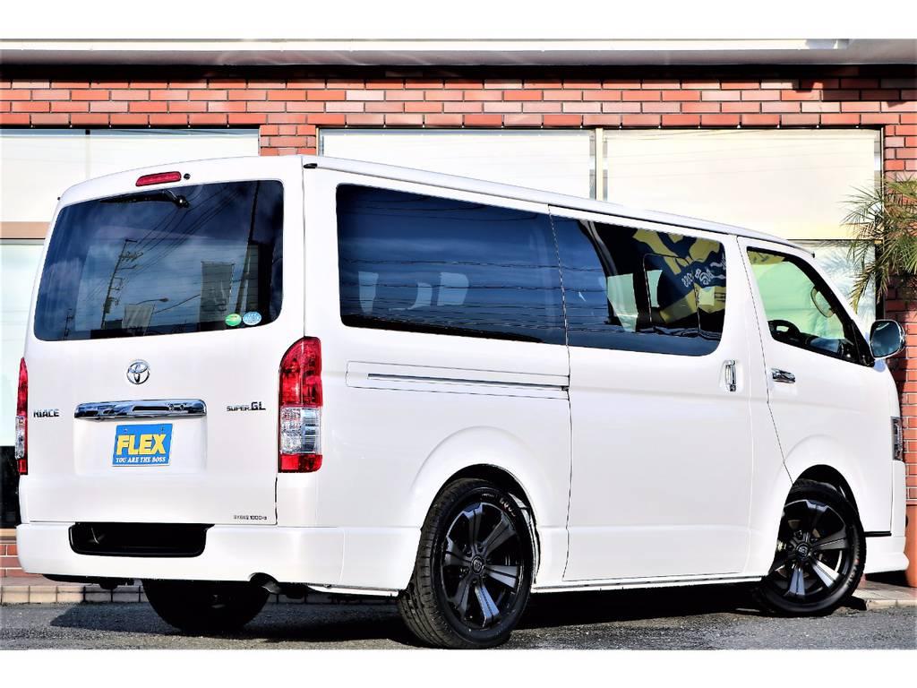 ブラックカラーのアルミホイールが映えるオプションカラーのパールホワイトです! | トヨタ ハイエースバン 2.0 スーパーGL ロング ver.4 STD