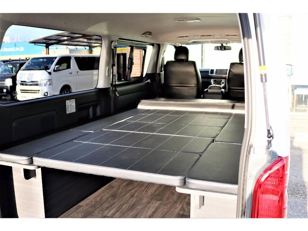 5人乗りバンのベッドキット付きのレイアウト!作り込んだ内装なので高級感がございます! | トヨタ ハイエースバン 2.0 スーパーGL ロング ver.4 STD