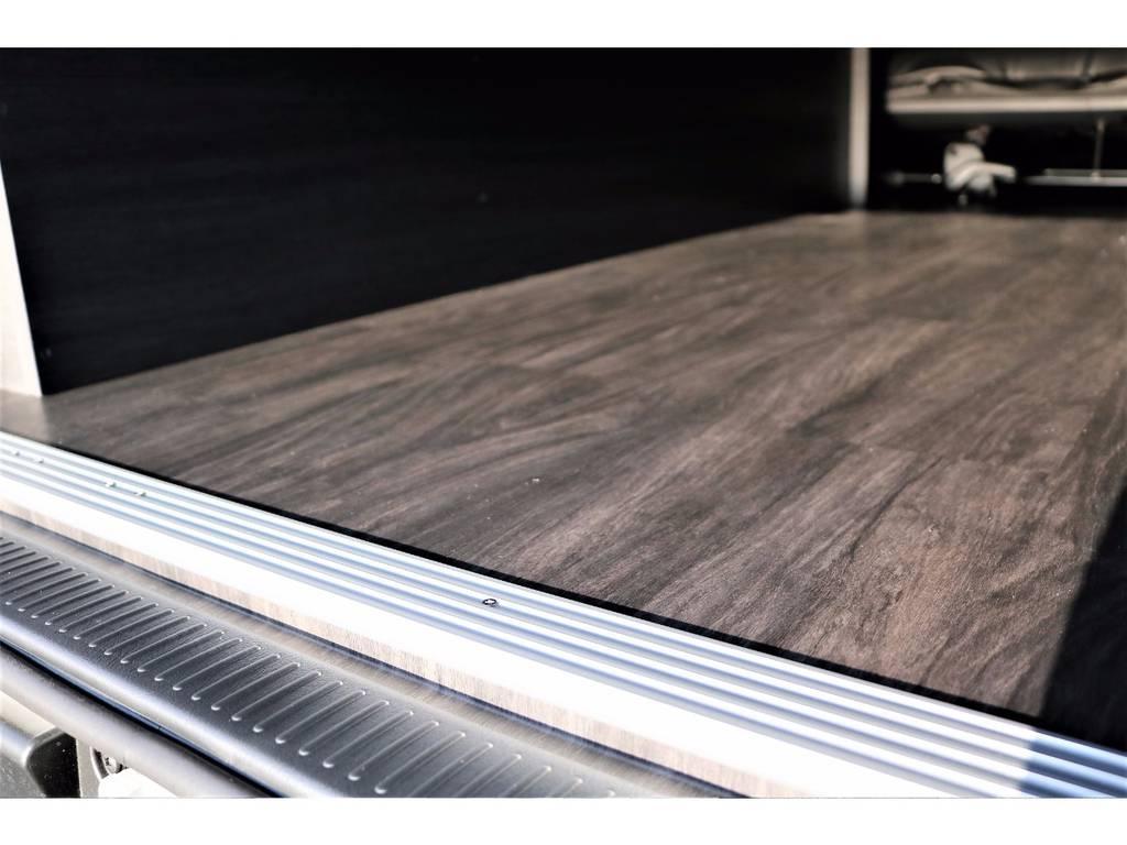 キズや汚れに強く高級感のある黒木目調フロア施工済みです! | トヨタ ハイエースバン 2.0 スーパーGL ロング ver.4 STD