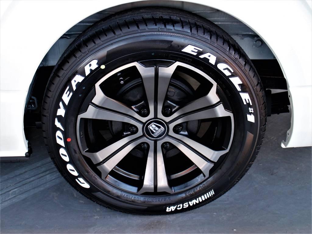 足元はFLEXオリジナルカラーバルベロ17in/ナスカータイヤ! | トヨタ ハイエースバン 3.0 スーパーGL ダークプライム ロングボディ ディーゼルターボ 4WD バージョン8内装架装