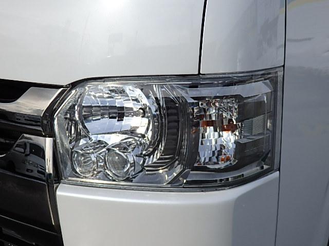オプションのLEDヘッドライト! | トヨタ ハイエースバン 3.0 スーパーGL ダークプライム ロングボディ ディーゼルターボ 4WD バージョン8内装架装