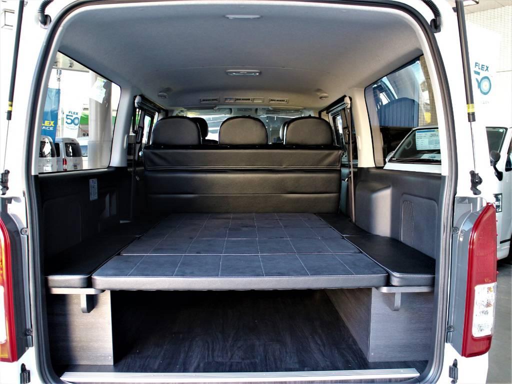 荷室には取り外し可能5分割ベッドキッド完備です! | トヨタ ハイエースバン 3.0 スーパーGL ダークプライム ロングボディ ディーゼルターボ 4WD バージョン8内装架装
