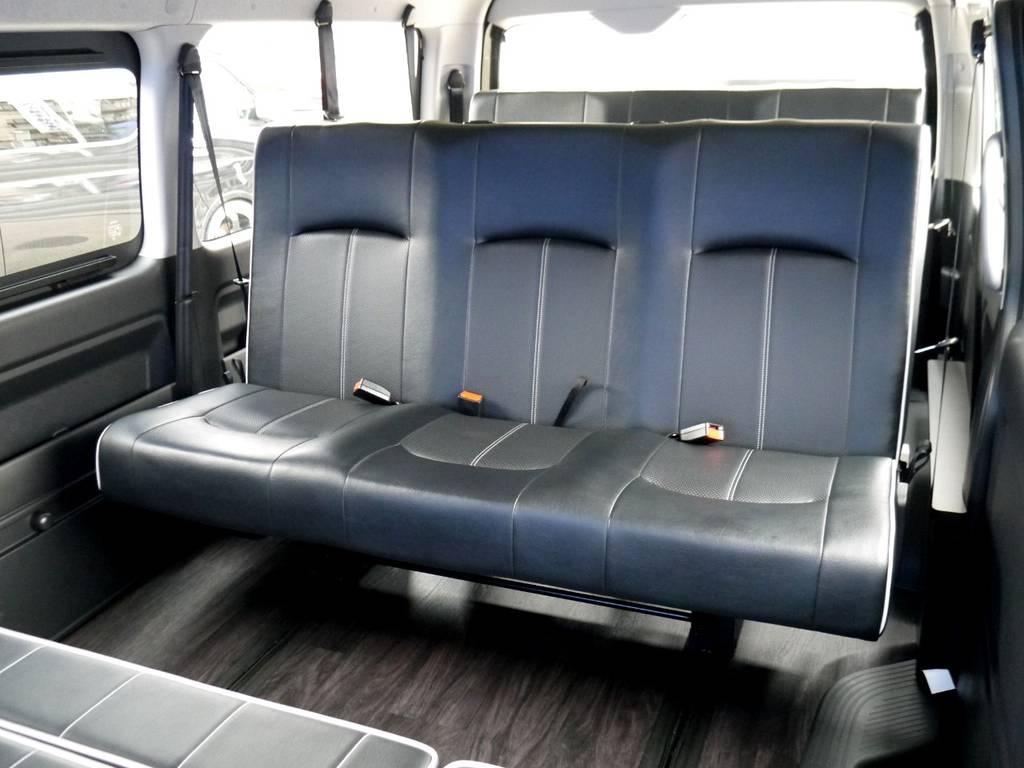 セカンド&サードシートはロングスライドレール付3人掛けベンチシート!!