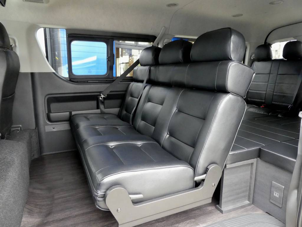 2列目は3人がけベンチシートを配備!!   トヨタ ハイエース 2.7 GL ロング ミドルルーフ TSS付Ver2
