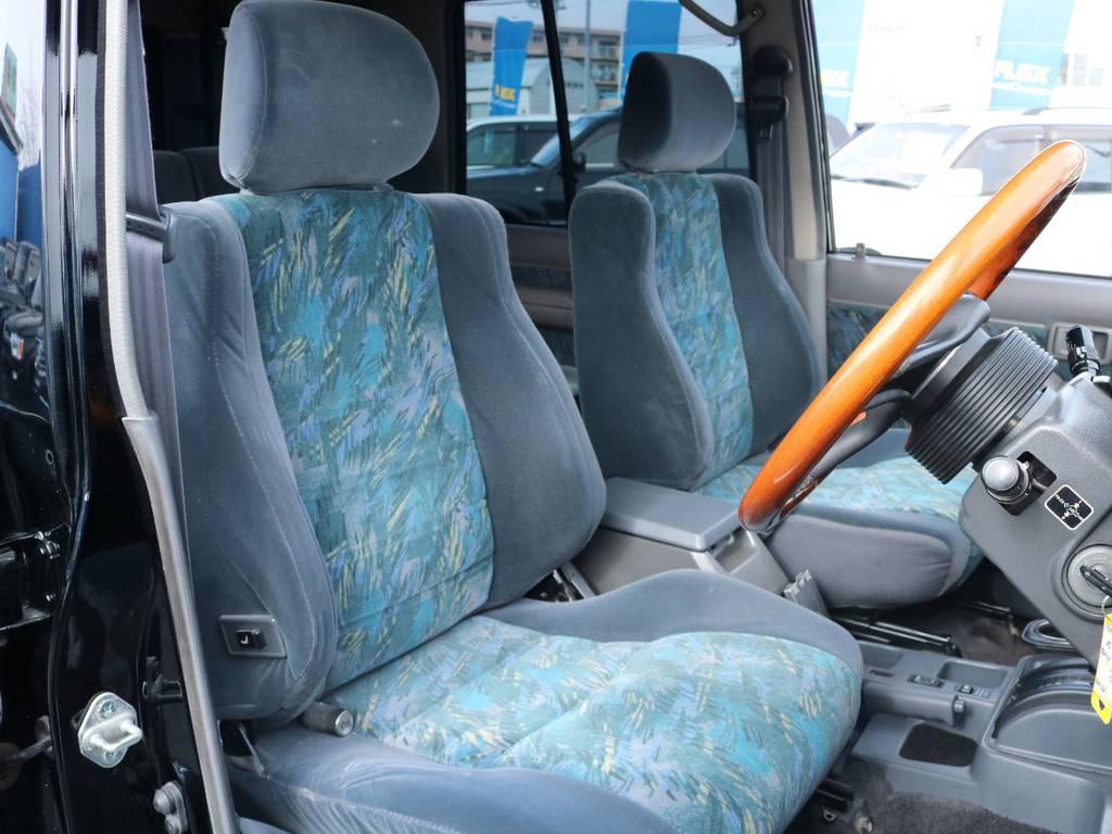 柔らかめなファブリックシート!座り心地もグッド!シートカバーも多種取り扱いございますのでご相談ください。   トヨタ ランドクルーザープラド 3.0 SX ディーゼルターボ 4WD