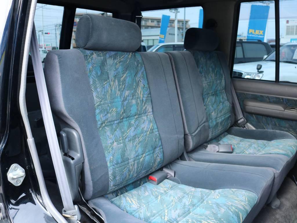 広々したセカンドシート!チャイルドシートも装着可能です!   トヨタ ランドクルーザープラド 3.0 SX ディーゼルターボ 4WD