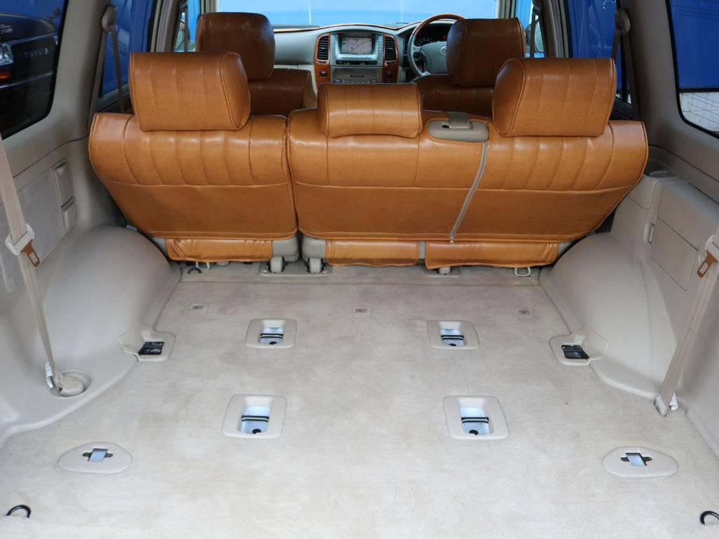 広々ラゲッジはSUV最大クラスの容量です!キャンプはもちろん普段のショッピングでも大活躍!例えばベビーカーもたたまずそのままインできますよ!   トヨタ ランドクルーザー100 4.7 VXリミテッド Gセレクション 4WD