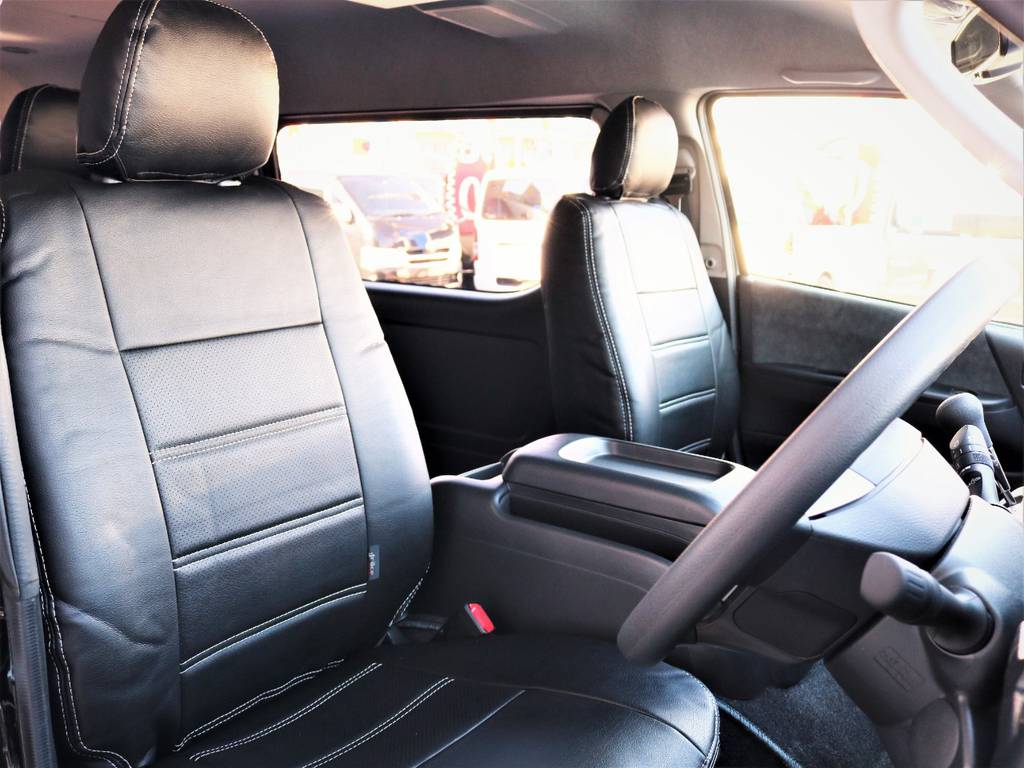運転席シート、黒革調シートカバー付き! | トヨタ ハイエース 2.7 GL ロング ミドルルーフ 4WD 内装アレンジR1 新型