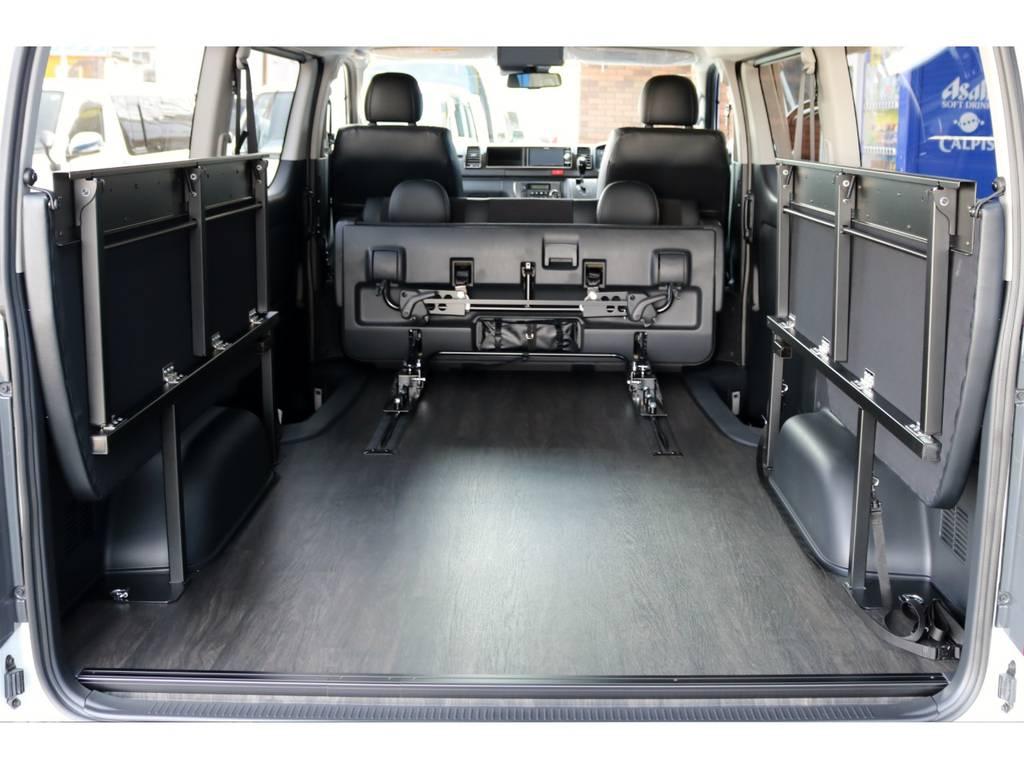 跳ね上げ可能なフリップアップベッドを搭載! | トヨタ ハイエースバン 2.7 スーパーGL ワイド ロング ミドルルーフ 4WD ダークP FU-Wスライド TSS付き