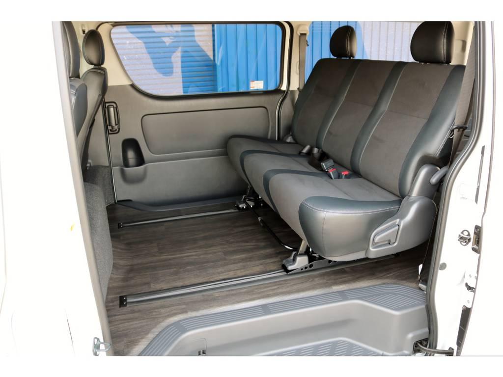 セカンドシートにオプションでスライドレールを設定した便利な仕様! | トヨタ ハイエースバン 2.7 スーパーGL ワイド ロング ミドルルーフ 4WD ダークP FU-Wスライド TSS付き