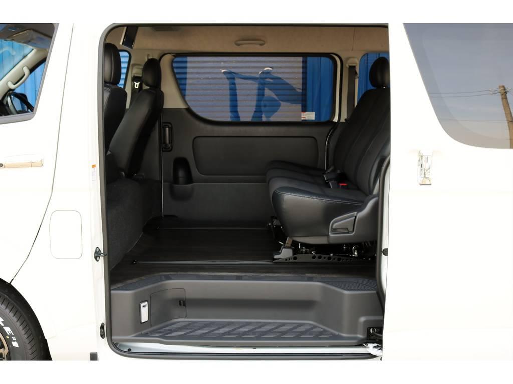 足元ゆったり!荷物もどっさり! | トヨタ ハイエースバン 2.7 スーパーGL ワイド ロング ミドルルーフ 4WD ダークP FU-Wスライド TSS付き