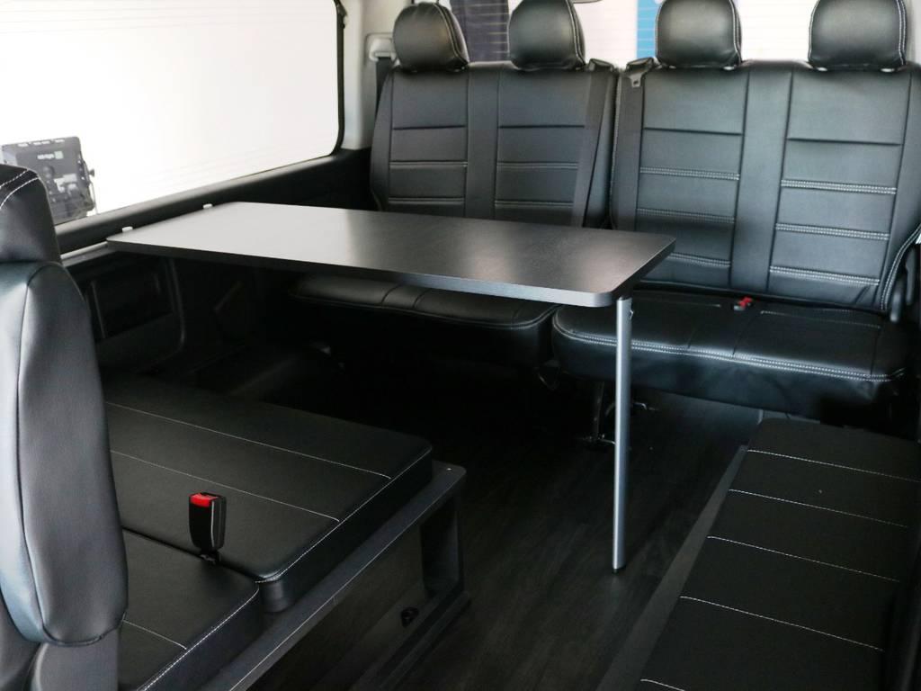2列目から後ろは、リビングの様にテーブルをはさんで対座展開も可能です!