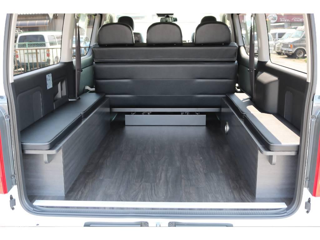 黒木目調重歩行フロアとなっていますので、お手入れが簡単です!   トヨタ ハイエースバン 2.7 スーパーGL ワイド ロング ミドルルーフ 4WD ダークP TSS Ver.8