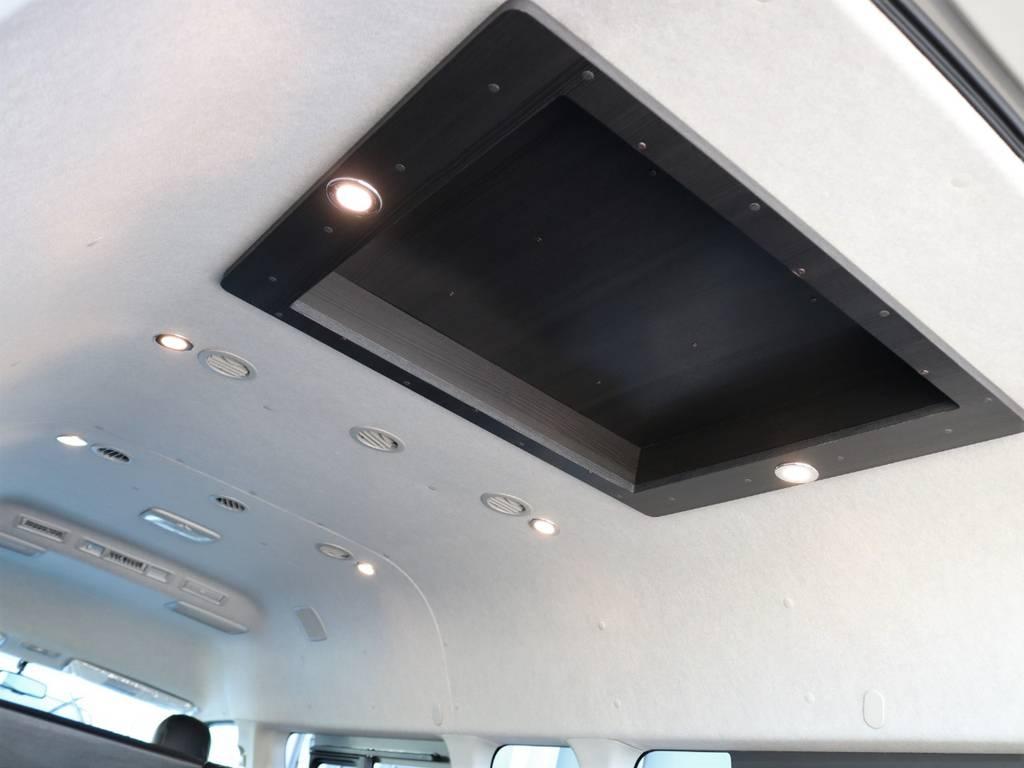 ダウンライトが車内空間を明るくしてくれます!