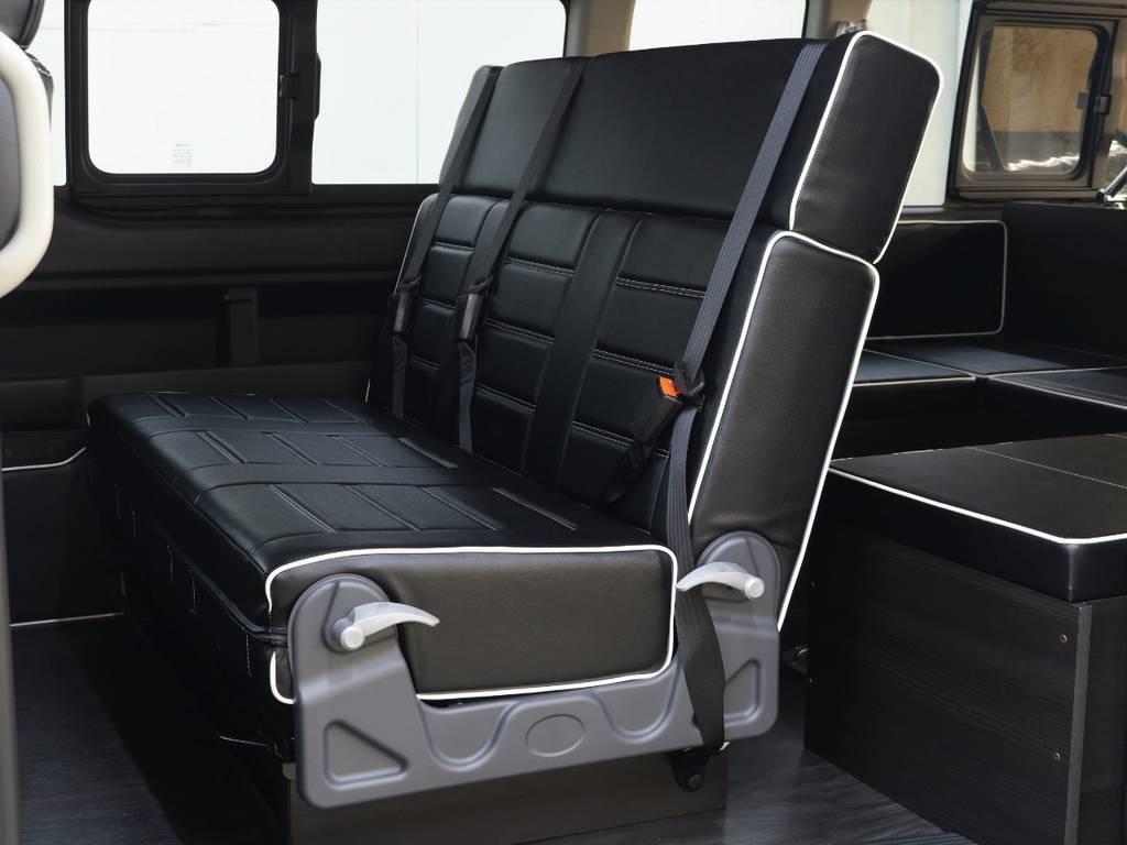 横スライド付ファスプシート3人掛け!対面仕様にもなります!