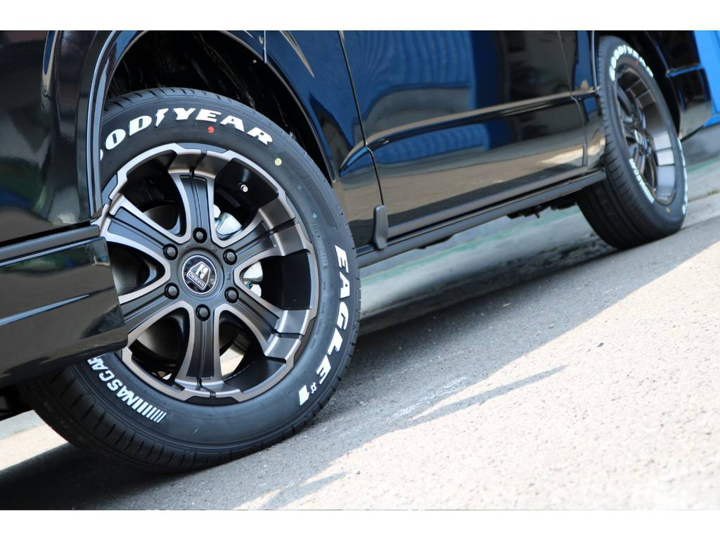 足元には、バルベロW-D(ワイルドディープス)17インチアルミホイールにグッドイヤーナスカータイヤを装着! | トヨタ ハイエースバン 2.8 スーパーGL ダークプライム ロングボディ ディーゼルターボ 4WD Ver4 D/P TSS付