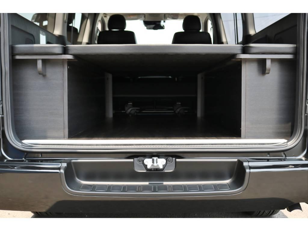 ベッドスタイルのまま、下にも荷物を入れられます! | トヨタ ハイエースバン 2.8 スーパーGL ダークプライム ロングボディ ディーゼルターボ 4WD Ver4 D/P TSS付