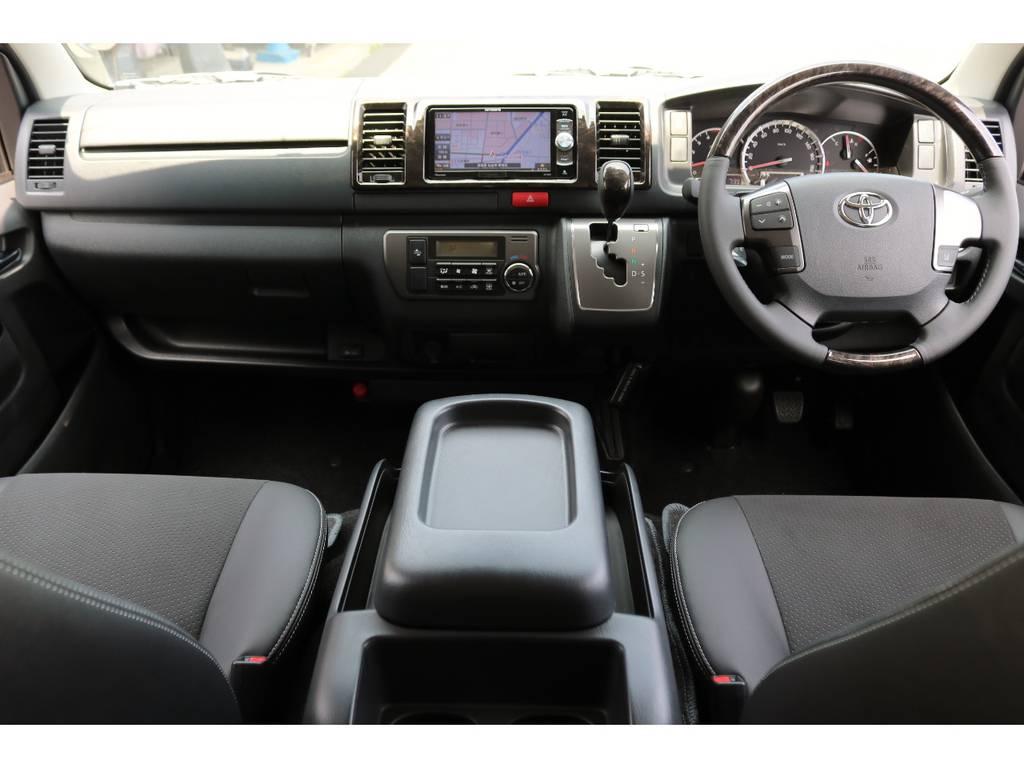 高級感あふれる、ダークプライム特別装備のマホガニー調インテリア! | トヨタ ハイエースバン 2.8 スーパーGL ダークプライム ロングボディ ディーゼルターボ 4WD Ver4 D/P TSS付