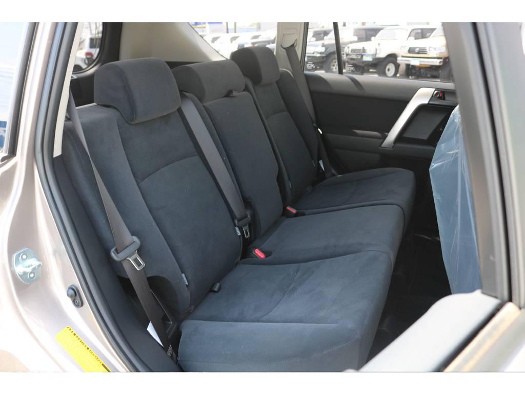 セカンドシートも新車ですのでGOODコンディション! | トヨタ ランドクルーザープラド 2.7 TX 4WD 5人 新車未登録車