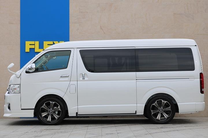 補助ミラーも当然同色のパールホワイトカラーに塗装済み | トヨタ ハイエース 2.7 GL ロング ミドルルーフ 4WD TSS付 R-1