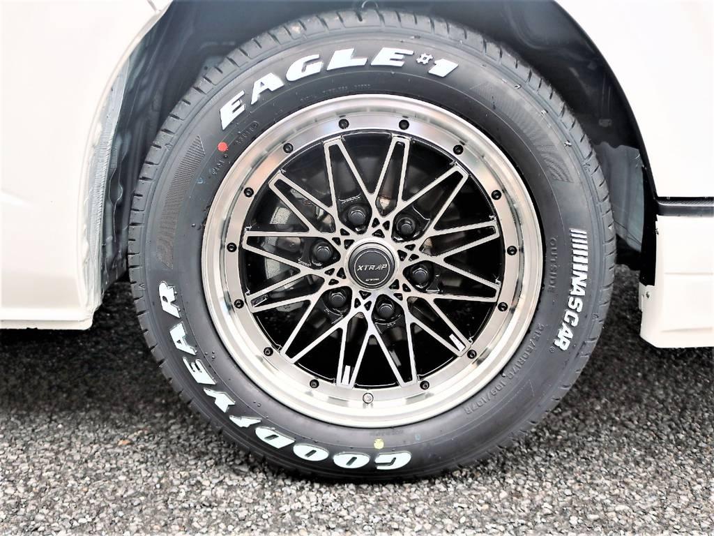 足元にはメッシュのデザインが斬新な17インチXTRAP&ナスカータイヤをチョイスしました! | トヨタ ハイエース 2.7 GL ロング ミドルルーフ 4WD アレンジR1 TSS付