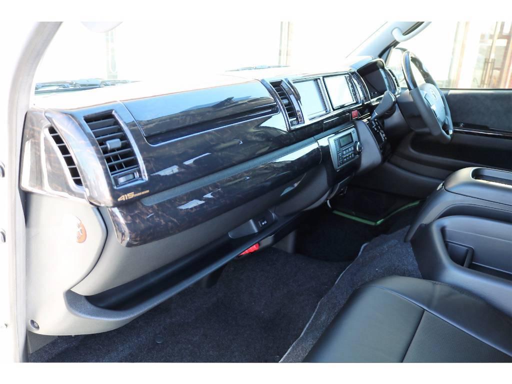 インテリアにはマホガニー調のパネルを装着しておりますので、落ち着きのあるデザインとなっております! | トヨタ ハイエース 2.7 GL ロング ミドルルーフ 4WD アレンジR1 TSS付