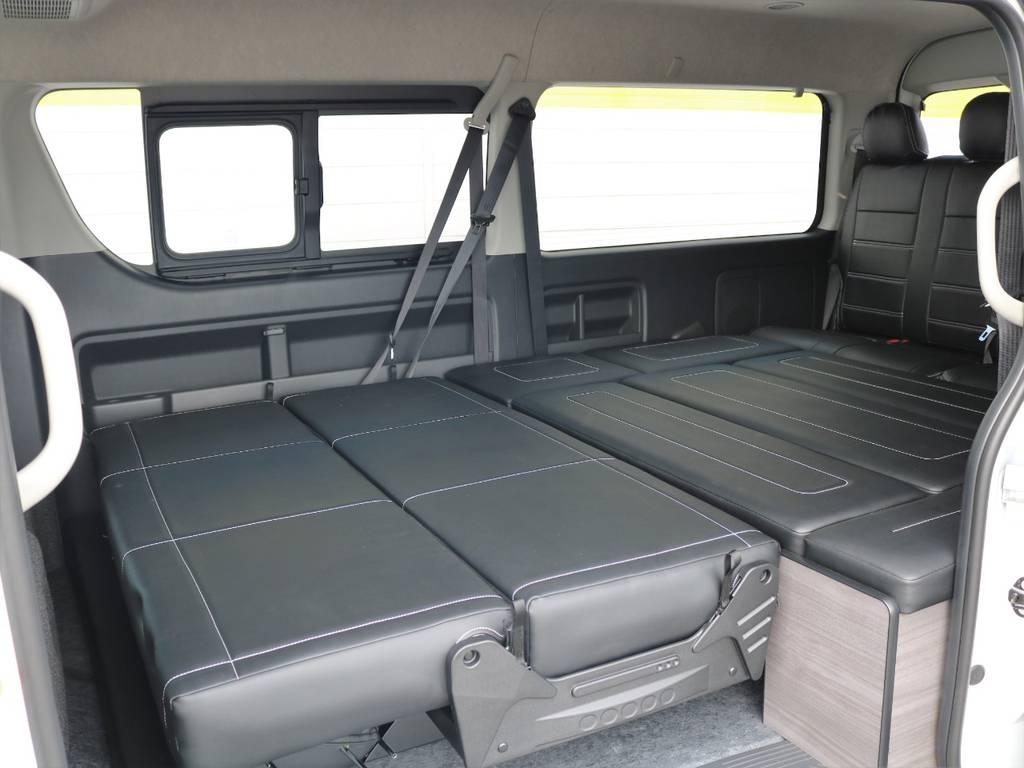 車中泊やゆったりと寝転びたいときにお勧めなフルフラット仕様!