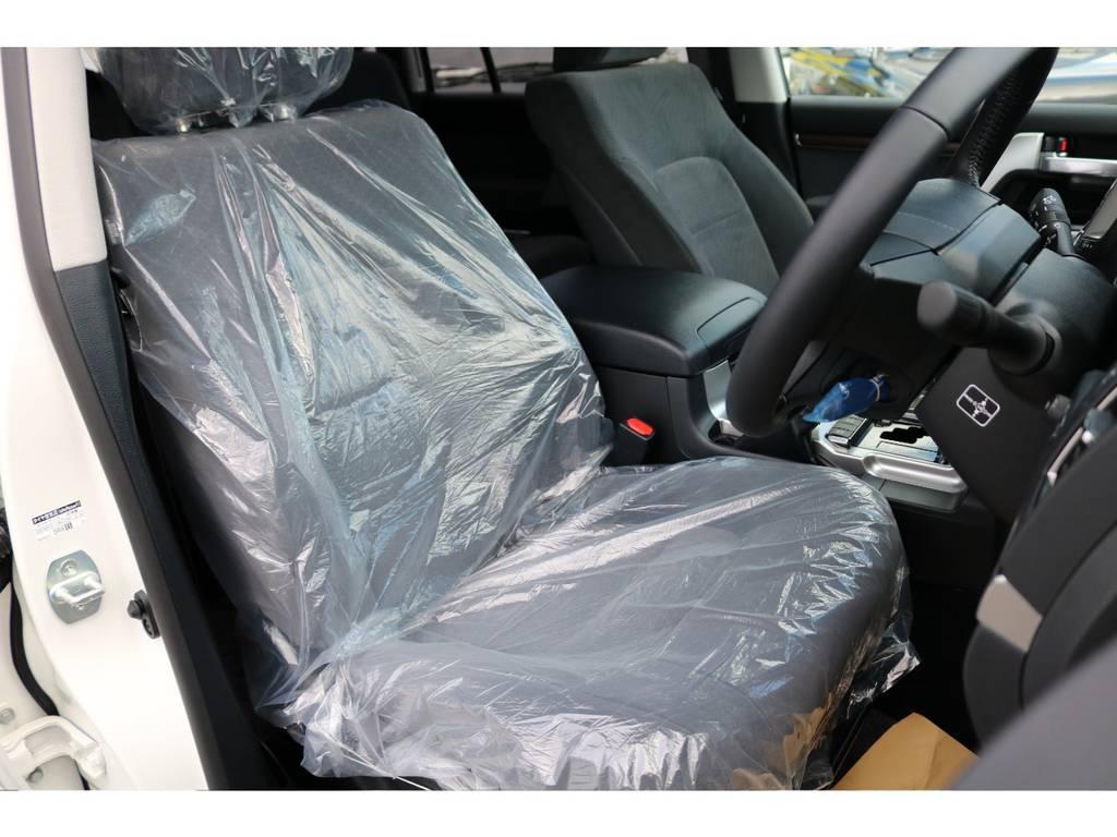 新車ですので運転席シートも大変きれいな状態です! | トヨタ ランドクルーザー200 4.6 AX 4WD 新車未登録車 2インチUP