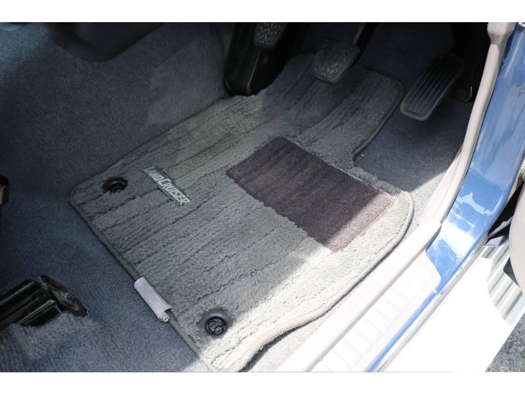 純正のフロアマットも付いております! | トヨタ ランドクルーザー70 4.0 4WD ピックアップ