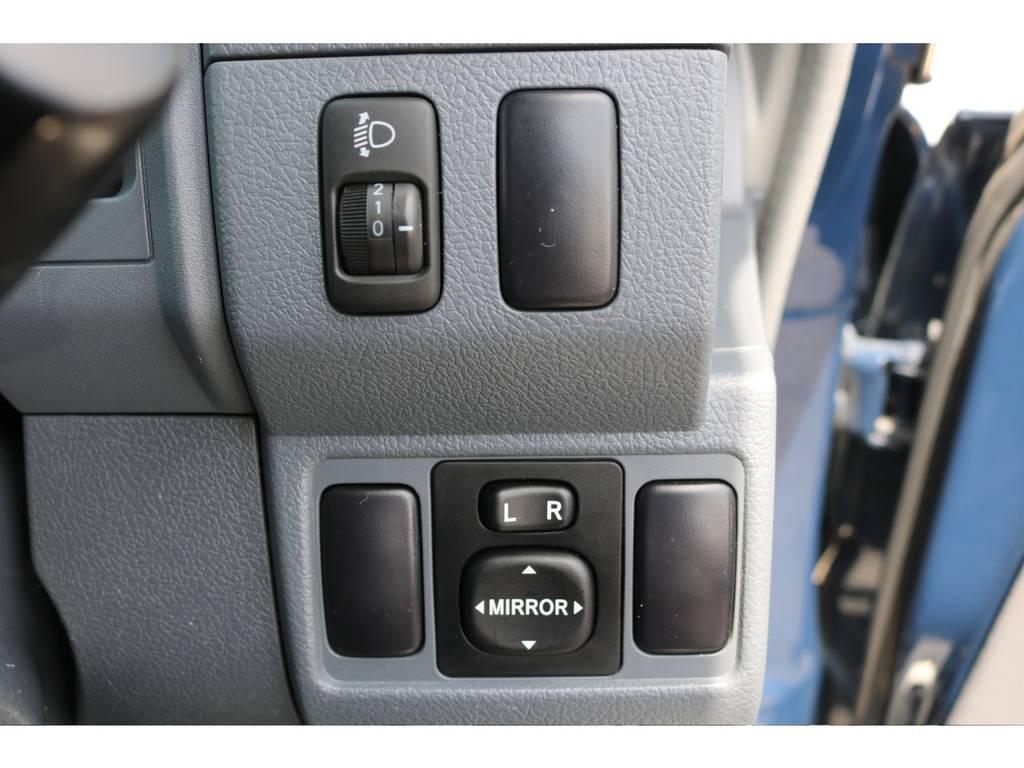 ヘッドライトレベライザーで荷物を大量に積んだ時などのライト調整も楽々です! | トヨタ ランドクルーザー70 4.0 4WD ピックアップ