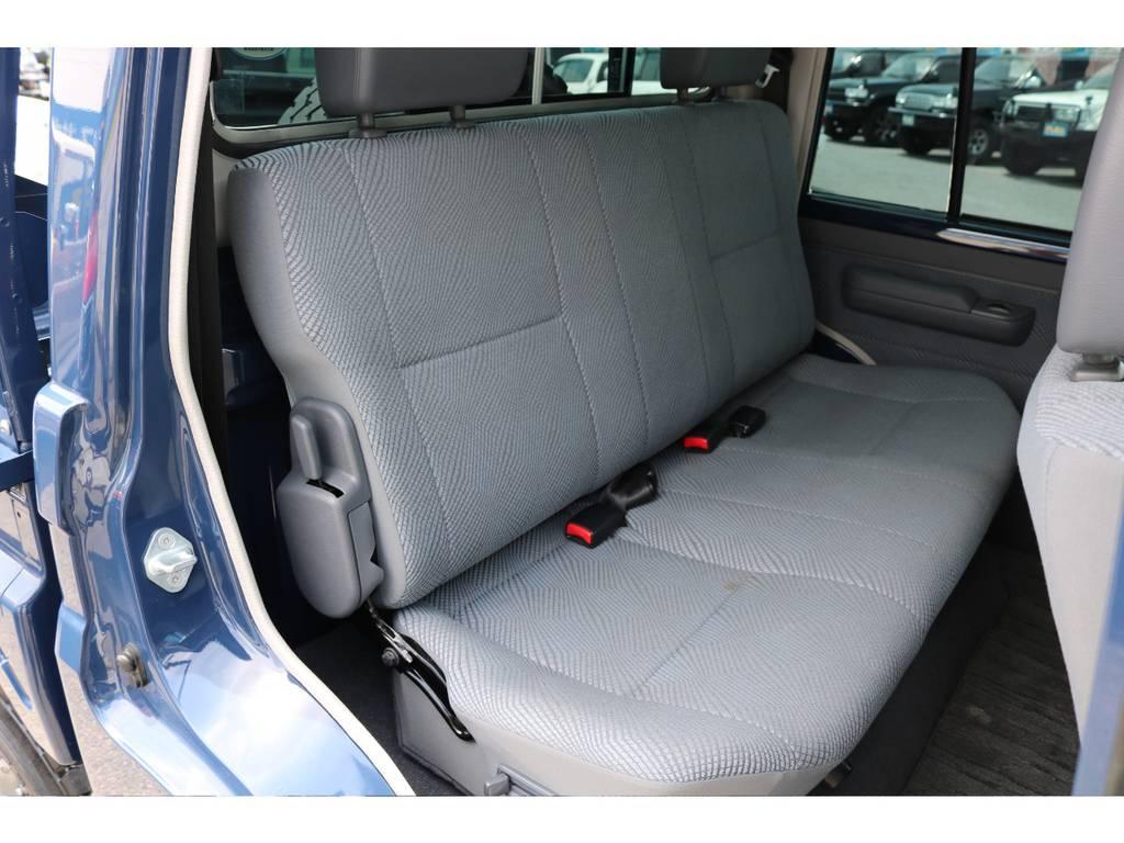 セカンドシートも切れや大きな汚れなどもなくGOODコンディションです! | トヨタ ランドクルーザー70 4.0 4WD ピックアップ