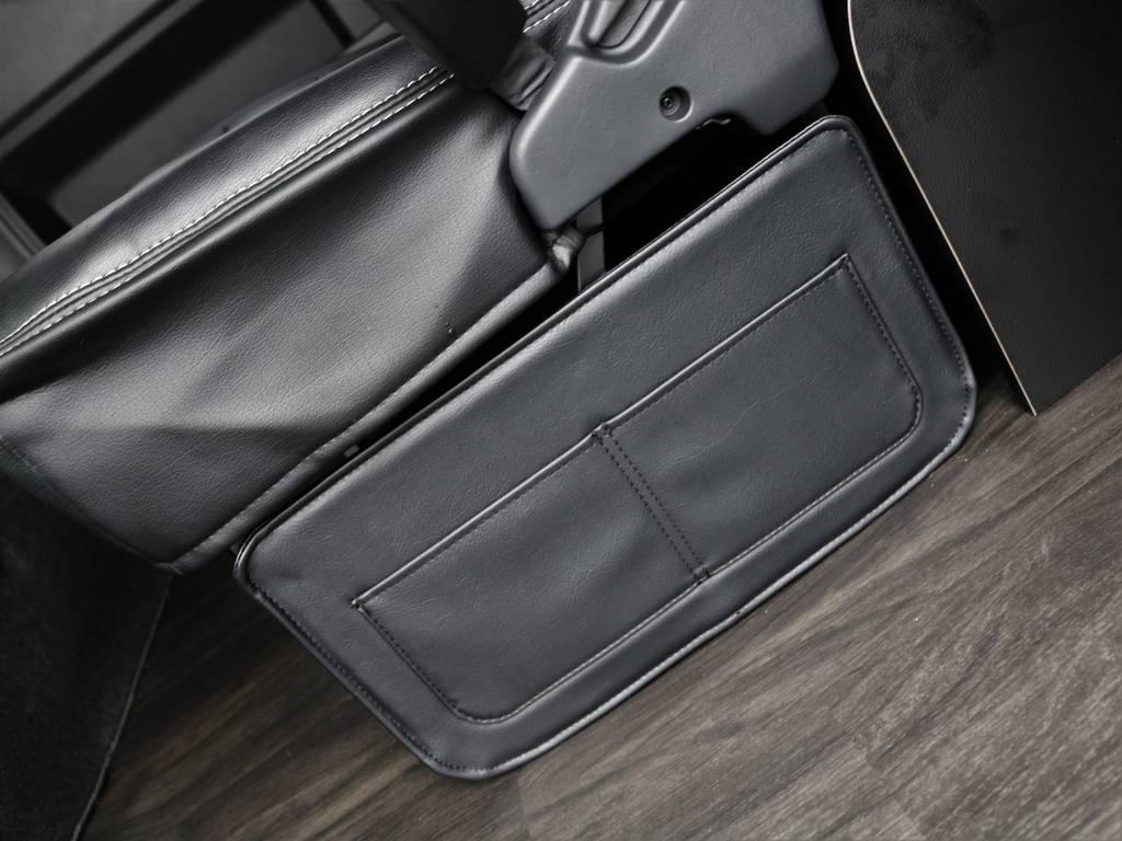 収納付きのフットパネル装備!! | トヨタ ハイエース 2.7 GL ロング ミドルルーフ 4WD TSS付 アレンジR1